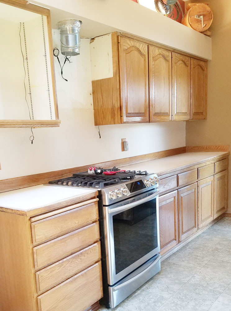 Old kitchen before old cabinets