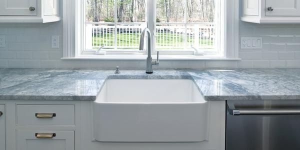 An apron face kitchen sink